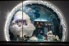 在Debenhams的圣诞节陈列室 卖自己商标的商品和国际时尚、秀丽和homeware产品的联锁百货商店 免版税图库摄影