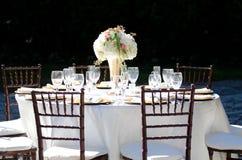 在Deering庄园表设置的典雅的婚礼 免版税库存图片