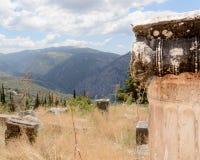 在Delfi,希腊的装饰的专栏 免版税库存照片