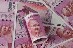 在Demonitization以后的新的印度卢比2000年货币笔记 免版税库存照片