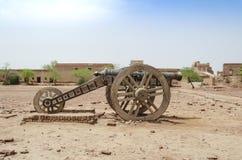 在Derawar堡垒巴哈瓦尔布尔巴基斯坦的大炮 免版税库存照片