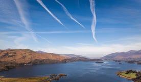 在Derwentwater湖在湖区,英国的广角看法 图库摄影