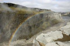 在Dettifoss峡谷,冰岛的彩虹。 库存图片