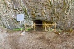 在Devetakskoy洞的小段落在保加利亚 库存图片
