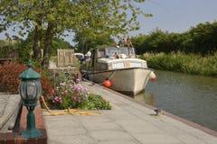 在Devizes附近的Honeystreet码头。威尔特郡。英国 免版税库存照片