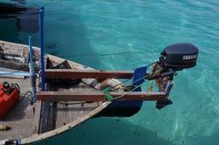 在Dhaalu环礁马尔代夫的礁石渔船 免版税库存照片