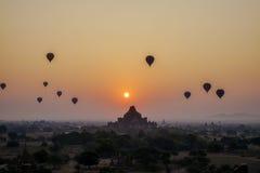 在Dhammayangyi寺庙的日落在Bagan,缅甸 图库摄影