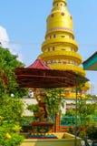 在Dhammikarama寺庙的Phra Mae Thorani雕象 免版税库存照片