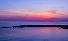 在Diamante (电缆敷设船) -卡拉布里亚江边的日落  图库摄影
