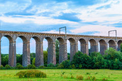 在Digswell高架桥的黄昏在英国 免版税库存图片