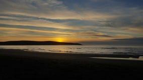 在Dillons海滩的日落 免版税库存照片