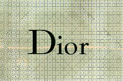在Dior商店的Dior商标在素万那普机场,曼谷 库存照片