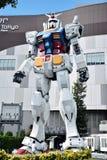 在DiverCity东京广场, Odaiba,东京,日本-大型Gundam表现2016年9月6日之外的:它是18m高雕塑 库存照片
