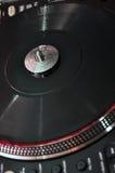 在dj音乐甲板的转盘 免版税库存照片