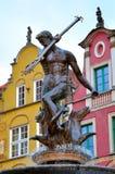 在Dlugi Targ广场的著名海王星喷泉 格但斯克老城镇 图库摄影