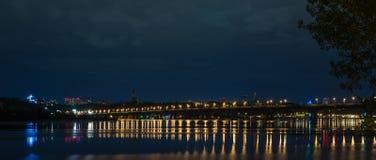 在Dnieper的夜全景 免版税图库摄影