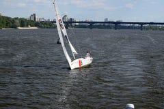 在Dnipro河的游艇 库存照片