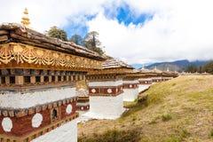 在Dochula通行证的108 chortens在不丹 免版税库存照片