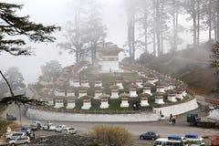 在Dochula通行证的Chortens,不丹 免版税库存图片