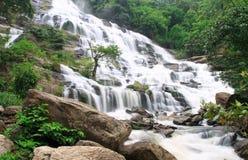 在Doi Inthanon, Chiang Mai的Mae Ya瀑布 免版税库存照片