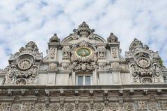 在Dolmabahce宫殿的皇家门在伊斯坦布尔 免版税库存照片