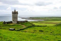 在Doolin附近的Doonagore城堡在爱尔兰,欧洲 免版税库存图片