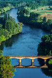 在dordogne河的Medevial桥梁 库存图片