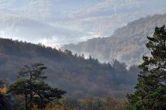 在Dovbush_15附近的秋天风景 图库摄影