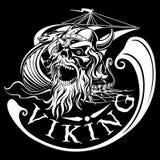 在Drakkar背景,军舰,传染媒介illustr的北欧海盗头骨 图库摄影