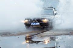 在driftshow的警车BMW 5系列灼烧的轮胎 库存照片