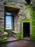 在Dunnottar城堡的内部视域,在Stonehaven附近,苏格兰 免版税图库摄影