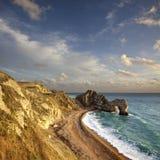 在Durdle门的日落在多西特侏罗纪海岸 图库摄影