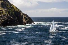 在Dursey声音的帆船 免版税库存照片