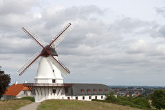 在Dybbol的风车 免版税库存图片