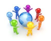 在地球附近的五颜六色的人。 免版税库存照片