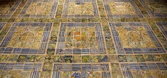 在Ecouen城堡, Ecouen,法国的路面 免版税图库摄影