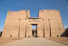 在Edfu寺庙的第一座定向塔 免版税库存图片