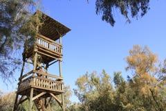 在Ein Fashkha, Einot Tzukim自然储备绿洲的木塔在圣地 免版税库存图片