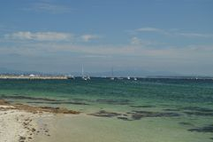 在El树丛海湾停泊的小船  库存照片