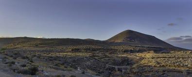 在El Barranco de TenegA? ¼ ime - Guatiza,兰萨罗特岛,加那利群岛的日落 库存照片
