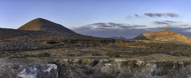 在El Barranco de TenegA? ¼ ime - Guatiza,兰萨罗特岛,加那利群岛的日落 图库摄影