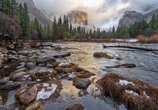 在El Capitan的日落 免版税库存照片