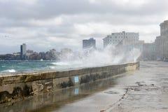 在El Malecon的飓风在哈瓦那 库存图片