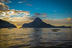 在El Nido,菲律宾的美好的日落 免版税库存图片