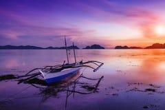 在El Nido,巴拉望岛-菲律宾的日落 免版税库存照片