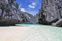 在El Nido -巴拉望岛,菲律宾附近的美丽的盐水湖 免版税库存照片