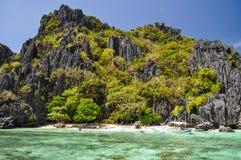 在El Nido -巴拉望岛,菲律宾附近的美丽的盐水湖 免版税图库摄影