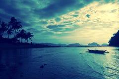 在El Nido -日落视图的海滩 免版税图库摄影