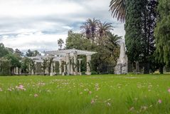 在El Rosedal罗斯公园的湖荫径Bosques的de巴勒莫-布宜诺斯艾利斯,阿根廷 库存图片