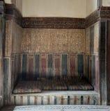 在El Sehemy房子,开罗,埃及的固定阿拉伯长凳长沙发 库存照片